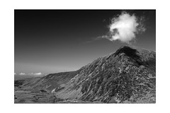 Pen Yr Ole Wen (osh rees) Tags: cloud white mountain black 35mm lens landscape fuji f2 snowdonia wr nant polariser carneddau penyrolewen ffrancon xpro2
