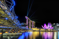 iLights (ChieFer Teodoro) Tags: show bridge art museum marina canon landscape bay singapore cityscape nightscape science laser helix sands gitzo mbs 6d asm 1635 1635mm ilights gt2541 sunwayfoto fb44ii pcl6dr