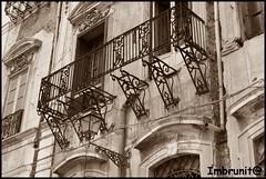 abbandono (imma.brunetti) Tags: palermo palazzo sicilia lampione balcone rudere timpani abbandono ferrobattuto ringhiera piazzapretoria decori fregi