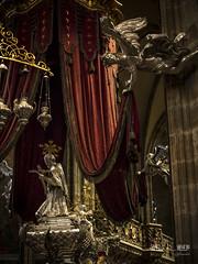 angel 2 (werk-2at) Tags: angel canon silver gold availablelight urlaub kathedrale prag tschechischerepublik engel alessandra burg heiliger silber sarg werk2 seitz stveit stveitsdom thomb veitsdom pomps