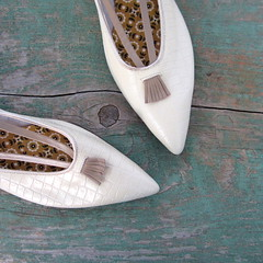 deadstock 1960s pointy toe kiltie flats, by Williams (Small Earth Vintage) Tags: vintage mod women 60s shoes williams ivory flats accessories 1960s offwhite deadstock kiltie pointytoe smallearthvintage