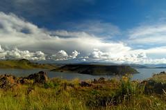 Laguna Umayo, Puno, Peru (Martintoy) Tags: trip travel peru inca nikon d2x andes nikkor andino sillustani andean incas puno chulpa chulpas umayo