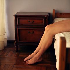 (Valeria Heine) Tags: wood brown square bed warm legs adrivainilla valeriah valeriaheine