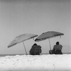 Beach Twins (dreamscapesxx) Tags: blackandwhite tlr florida 120film atthebeach twinlensreflex randomstrangers beachumbrellas yashicamatem passagrillebeach expiredin2005 ilfrodfp4plus125 sotypicalofflorida