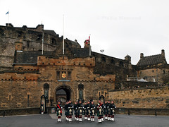 Changing Guard (PhillMono) Tags: england castle scotland edinburgh kilt britain olympus tartan