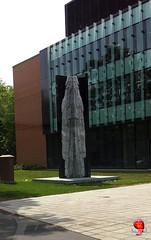 Guess Where in Montral iPh20120601 002 - Sculpture - Concordia Loyola campus - Sherbrooke & West Broadway - NDG (fotoproze) Tags: canada quebec montreal esculturas sculture sculptures 2012 ndg cerfluniau eskultura   skulpture skulpturen escultures  patung sochy sculpturen  skulpturer mtlguessed  rzeby  sculpturi szobrok   sklptrar veistokset heykeller   tcphmiukhc  dealbha