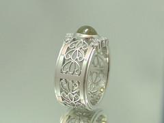 クリソベリル・キャッツアイの指輪 Chrysoberyl Cat'sEye Ring  (jewelrycraft.kokura) Tags: 指輪 catseye chrysoberyl ダイヤモンド キャッツアイ プラチナ ダイヤ 透かし クリソベリルキャッツアイ