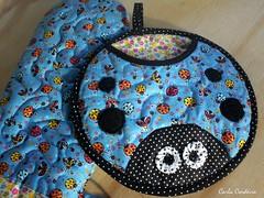 kit joaninha (Carla Cordeiro) Tags: fuxico patchwork joaninha potholder luvadecozinha pegadordepanela potholderladybug pegadorjoaninha