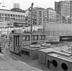 Harbour tugboat (Jeanhom Chen) Tags: bw 6x6 monochrome rolleiflex blackwhite  fujifilm neopan 100 rolleiflex28f acros 120rollfilm