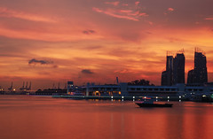 Red Twilight (elenaleong) Tags: sunset buildings boats twilight singapore silhouettes cranes harbourfront redsky cablecars vivocity boattrails cruiseharbour sentosaboardwalk