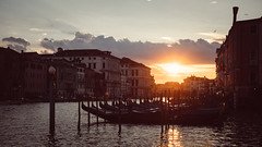 venezia, canale grande - summer evening (thedecentexposure) Tags: travel summer sun travelling boats evening grande reisen europa europe sommer stadt venedig stdte channel gondolas canale abendsonne gondel citiy