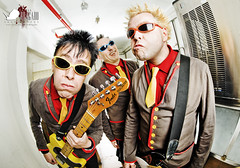 Toy Dolls For REVOLVER Spain (EXPLORED!!) (Javier Bragado) Tags: madrid portrait espaa rock canon toy promo spain punk dolls photoshoot guitar retrato band explore fender punkrock revolver olga promotional toydolls explored revolvermagazine canon5dmarkii javierbragado