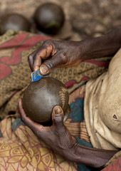 Batwa tribe pottery -  Cyamudongo Rwanda (Eric Lafforgue) Tags: africa outdoors tribal rwanda pottery afrika tribe commonwealth 1949 twa oneperson ethnicity poterie afrique pygmy tribu eastafrica pygmee batwa ethnologie centralafrica kinyarwanda ruanda ethnie indigenousculture ethny afriquecentrale     republicofrwanda   ruandesa cyamudongo