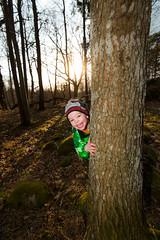 Pickaboo in the woods (Jens Sderblom) Tags: boy sunset tree happy spring woods nikon child sweden stockholm outdoor flash sverige lek d800 vr solnedgng farsta 2014 skogen glada naturreservat pojke blixt kurragmma sderort pickaboo skndal nikon1635f4 sb910 flatenreservatet