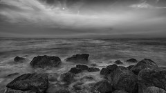 Fin de journe sur le Cap (mr_myz) Tags: sunset sea sky blackandwhite bw mer france nature water monochrome canon landscape eos blackwhite eau noiretblanc outdoor nb ciel nuages paysage coucherdesoleil noirblanc exterieur eos5d poselongue infinitexposure mrmyz
