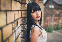 Anny (David Go ~) Tags: street city portrait woman nature wall germany licht bokeh outdoor availablelight natur streetphotography stadt karlsruhe prettygirl younggirl schlachthof davego davidgo strasenfotografie canoneos6d sigmaart35mm