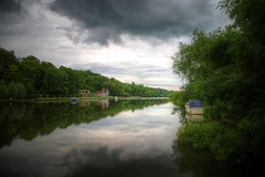 henley on thames (mariusz kluzniak) Tags: uk england green thames clouds forest reflections boat still europe tranquility riverbank henley