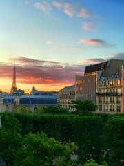 Vue sur la Tour Eiffel (romain.cacace) Tags: city sunset urban paris france europe toureiffel colourful couleur couchdesoleil romantique