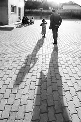 Crying to papa (Mahmoud Abuabdou) Tags: vienna wien street shadow people blackandwhite bw white black monochrome lines vertical sterreich kid interesting child sad angle father crying daughter wide perspective streetphotography olympus diagonal most angry cry omd oesterreich em1