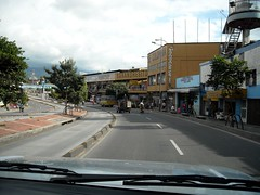"""Bucaramanga-calle • <a style=""""font-size:0.8em;"""" href=""""http://www.flickr.com/photos/78328875@N05/6872369620/"""" target=""""_blank"""">View on Flickr</a>"""