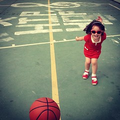 Basketball and cleft (susivinh) Tags: red smile lines basketball ball happy rojo joy happiness run felicidad feliz cleft pelota correr baloncesto themeoftheweek totw clavedesol