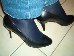 IM005634 (grandmacaon) Tags: pumps highheels stilettos lowcut talonsaiguille escarpins sexyheels hautstalons toescleavage