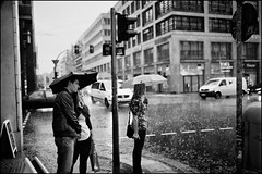 Rainy Day #VIII (Alexander Rentsch) Tags: street city people urban berlin public monochrome rain umbrella germany deutschland trafficlight couple bokeh paar raindrops ampel regen regenschirm regentropfen strase friedrichstrase canonef35mmf14lusm canoneos5dmarkii