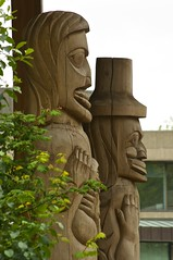 UVic First People's House (Alejandro Erickson) Tags: statue totem uvic buldings