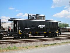 NS 555066 (Fan-T) Tags: nyc black heritage paint ns norfolk indiana caboose southern sa ftwayne 1066 newyorkcentral 1065 sd70ace lightningstripe c32p savannaandatlanta 555066