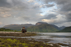 Ben Nevis across Loch Linnhe (Nick Landells) Tags: mountain mountains seaweed beach coast scotland boat ship scottish shipwreck shore bennevis beached loch fortwilliam locheil lochlinnhe corpach sealoch carnmordearg aonochmor carndearg sgurramhaim