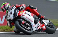 Tommy Bridewell. Bennett's Suzuki (The Landscape Motorcyclist) Tags: nikon df suzuki bsb 80200 brandshatch yoshimura