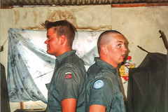 1992 UNIFIL - Comparing height (Normann Photography) Tags: soldier peace military duty peaceful norwegian unitednations 427 1992 peacecorps defence peacekeepers libanon norwegianarmy unifil unitednationsinterimforcesinlebanon fntjeneste unservice
