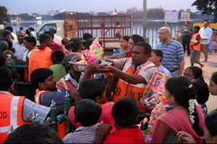 Ganesh Visarjan 2010 (Bangalore) 32 (umakant Mishra) Tags: bangalore hindureligion ganapati visarjana bangaloreevents umakantmishra soubhagyalaxmimishra ganeshvisarjana ursoorlake
