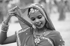 Grace in grey (io747) Tags: portrait bw india girl beauty smile dance jung young grace tanz pushkar harem indien mdchen grazie lcheln schnheit rajastan anmut schwarzweis flickrdiamond mygearandme
