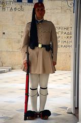 ΕΥΖΩΝΑΣ (ΤΣΟΛΙΑΣ) ΣΤΟ ΜΝΗΜΕΙΟ ΤΟΥ ΑΓΝΩΣΤΟΥ ΣΤΡΑΤΙΩΤΗ, (EVZON GUARDS THE TOMB OF THE UNKNOWN SOLDIER). (George A. Voudouris) Tags: hellas greece syntagmasquare ελλάδα greekparliament hellenicrepublic hotelgrandebretagne αθήνα presidentialguards βουλήτωνελλήνων πλατείασυντάγματοσ athenscentre πλατειασυνταγματοσ μνημόνιο μνημειοαγνωστουστρατιωτη 17may2012 κυβερνησηπαναγιωτηπικραμμενου cabinetofpanagiotispikramenos panagiotispikrammenos