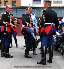 """bootsservice2005 1250R1 (bootsservice) Tags: paris uniform boots motorcycles motorbike gloves moto motorcycle uniforms bottes motard motos uniforme gendarme motorcyclists motards gendarmerie uniformes gants """"riding boots"""" """"garde républicaine"""""""