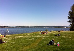 2012 YIP - Day 127: Sunday afternoon at Matthews Beach (knoopie) Tags: seattle spring may 2012 picturemail day127 iphone matthewsbeach 2012yip