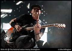 Blink 182 (Tom DeLonge Flippin' the bird) (Ollie Millington Photography [] com) Tags: show summer music june rock concert nikon punk stadium live gig middlefinger arena nia blink182 rockshow openingnight 2012 poppunk flippinthebird europeantour travisbarker markhoppus tomdelonge nationalindoorarena olliemillington tomdelong olliemillingtonphotography olliemillingtonphotographer