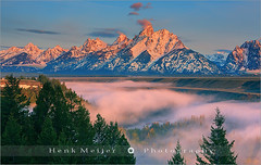 Sunrise Snake River Overlook - Grand Teton N.P - Wyoming - USA (~ Floydian ~) Tags: morning trees sky usa cloud mountain mountains color tree colors fog clouds sunrise canon river landscape dawn landscapes nationalpark colorful mood colours unitedstates snake atmosphere valley lee wyoming np teton tetons filters overlook grandteton meijer jacksonhole anseladams henk warmcolors colourfulsky snakeriveroverlook floydian leefilters canoneos1dsmarkiii henkmeijer