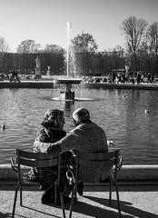 Couple (Diueine) Tags: 2013 35mm bw basin couple europe france jardindestuileries leica nex nex3n paris sony summicronm tuileries f2 winter diueine monteiro