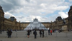 La pyramide qui disparait (Photographer ninja) Tags: paris france louvre iledefrance pyramide louvremuseum pyramidedulouvre