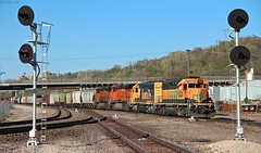 Just another of the many transfer jobs that run in Kansas City daily. These transfers always seemed to have the more interesting power (MrRailfan) Tags: santa city railroad train rr kansas fe transfer ge job freight bnsf emd