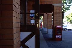 Door - Film Leica (Photo Alan) Tags: street door leica canada film vancouver 35mm outdoor streetphotography filmcamera filmscan film35mm leicam4 streetfilm leitzwetzlarsummaron35mmf28
