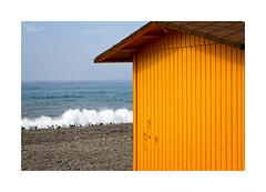 Playeando... (ngel mateo) Tags: espaa house beach yellow andaluca spain sand waves gull horizon playa arena amarillo andalusia olas gaviota almera mediterraneansea horizonte marmediterrneo caseta adra ngelmartnmateo ngelmateo