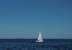 Seascape (Marcos Jerlich) Tags: blue sea seascape sport contrast canon boat mar cielo lightroom canon700d canont5i marcosjerlich