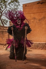 Festival des Masques de Ddougou, Burkina Faso (anthony pappone photography) Tags: africa travel art canon artist mask straw masks westafrica tribes afrika ethnic masque burkina burkinafaso afrique sahel tribu  etnico  festima   whitemasks burkinabe africantribe  feathermasks           fibermasks skinsmasks masquespeaux masquesdepaille masquesdefibres