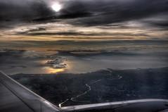 Manila Bay, Philippines (JohntheFinn) Tags: sunset plane river airplane bay asia philippines aeroplane manila aasia windowseat pasig auringonlasku joki maynila lentokone filippiinit ikkunapaikka lookngmaynila manilanlahti lokngmaynla