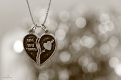(*NoOoN*) Tags: white black love canon turkey necklace heart bokeh boca accessory 500d