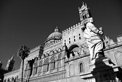 Palermo...in chiaroscuro (supervito) Tags: italia da di palermo bianconero sicilia modica 3524 artpentax palermoelapalermitudine bellapalermonlinepentax 18200vito
