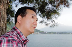 Wondering (♥ Spice (^_^)) Tags: trip travel portrait lake man male face japan canon asian nose eos japanese eyes asia adult bokeh lips human 7d ear 日本 tao wondering 旅行 富士山 人物 mtfuji manhood 人 mukha maturity 写真 湖 顔 口 目 人間 耳 日本人 男性 男 鼻 yamanashiprefecture lalaki 富士河口湖町 キャノン ポートレート olétusfotos ボケ カラー fujikawaguchikomachi mygearandme gettyimagesjapan12q2 浦辻宏幸 hiroyukiuratsuji